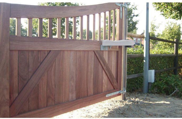 ประตูรั้วอัตโนมัติแบบบานสวิง ประตูรั้วรีโมท แบบขาจับด้านข้าง